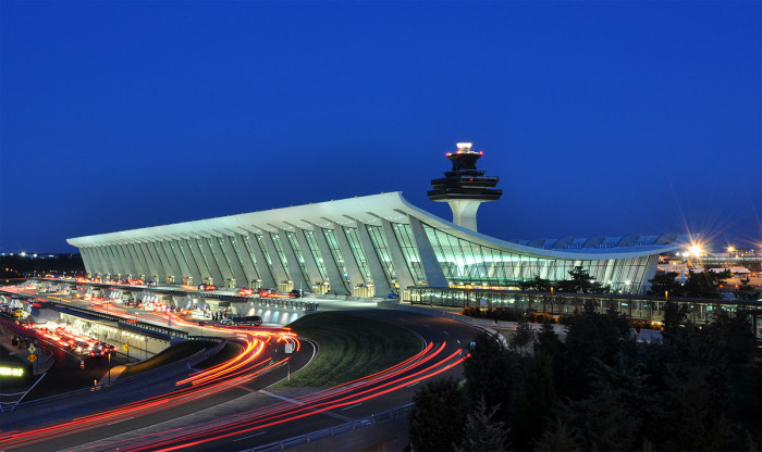 1200px-Washington_Dulles_International_Airport_at_Dusk